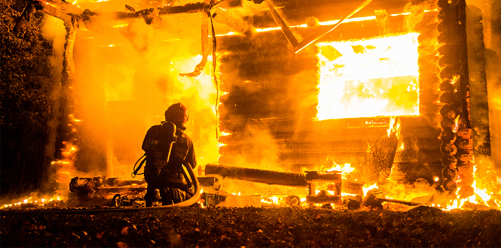 W Faszczach spłonął dom z bali